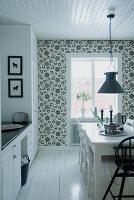 Bildnr.: 11107105<br/><b>Feature: 00790027 - Klare Kontraste</b><br/>Haus eines Fotografen in Gustafs, Schweden<br />living4media / Bj&#246;rnsdotter, Magdalena