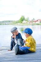 Bildnr.: 11013159<br/><b>Feature: 00790032 - Fr&#252;hling am Fluss</b><br/>Terrassiertes Schwedenhaus<br />living4media / Bj&#246;rnsdotter, Magdalena