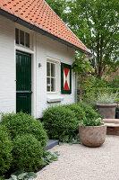 Bildnr.: 11006621<br/><b>Feature: 00790114 - Spiel der Kontraste</b><br/>A country house belonging to an interior designer, Niederlande<br />living4media / Claessens, Bieke