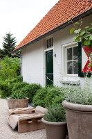 Bildnr.: 11006623<br/><b>Feature: 00790114 - Spiel der Kontraste</b><br/>A country house belonging to an interior designer, Niederlande<br />living4media / Claessens, Bieke