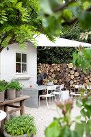 Bildnr.: 11006641<br/><b>Feature: 00790114 - Spiel der Kontraste</b><br/>A country house belonging to an interior designer, Niederlande<br />living4media / Claessens, Bieke