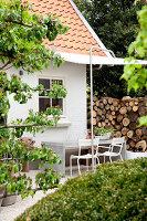 Bildnr.: 11006643<br/><b>Feature: 00790114 - Spiel der Kontraste</b><br/>A country house belonging to an interior designer, Niederlande<br />living4media / Claessens, Bieke