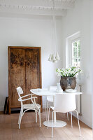 Bildnr.: 11006663<br/><b>Feature: 00790114 - Spiel der Kontraste</b><br/>A country house belonging to an interior designer, Niederlande<br />living4media / Claessens, Bieke