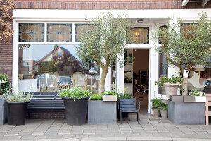 Bildnr.: 11006681<br/><b>Feature: 00790114 - Spiel der Kontraste</b><br/>A country house belonging to an interior designer, Niederlande<br />living4media / Claessens, Bieke