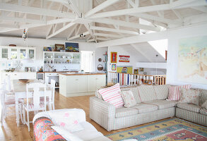 Bildno.: 11016945<br/><b>Feature: 00790182 - Terminally Hip</b><br/>A beach house in Noordhoek<br />living4media / Scarboro, Simon