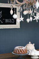 Bildno.: 11016649<br/><b>Feature: 00790224 - White Christmas</b><br/>Christmas decorations glazed with plaster<br />living4media / Serrarens, Olga