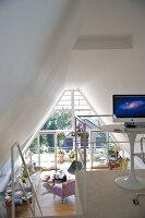 Bildnr.: 11017127<br/><b>Feature: 11017085 - Heller Hochsitz</b><br/>Wohnen im Dachgeschoss eines ehemaligen Postamtes<br />living4media / Heinze, Winfried