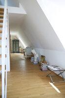 Bildnr.: 11017129<br/><b>Feature: 11017085 - Heller Hochsitz</b><br/>Wohnen im Dachgeschoss eines ehemaligen Postamtes<br />living4media / Heinze, Winfried