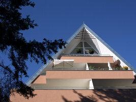 Bildnr.: 11017153<br/><b>Feature: 11017085 - Heller Hochsitz</b><br/>Wohnen im Dachgeschoss eines ehemaligen Postamtes<br />living4media / Heinze, Winfried