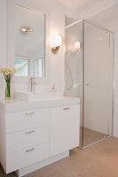 Bildno.: 11018593<br/><b>Feature: 11018591 - Relaxed but stylish</b><br/>Hamptons style beach house near Palm Beach<br />living4media / Bayside