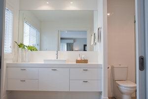 Bildno.: 11018605<br/><b>Feature: 11018591 - Relaxed but stylish</b><br/>Hamptons style beach house near Palm Beach<br />living4media / Bayside