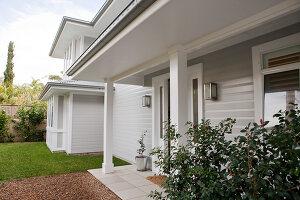 Bildno.: 11018613<br/><b>Feature: 11018591 - Relaxed but stylish</b><br/>Hamptons style beach house near Palm Beach<br />living4media / Bayside