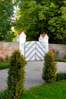 Bildno.: 11060521<br/><b>Feature: 11060466 - On the green stage</b><br/>Stately garden of a Bavarian castle<br />living4media / Miebach, B&#228;rbel