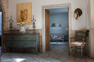 Bildno.: 11061485<br/><b>Feature: 11061397 - New Aristocracy</b><br/>Elegantly furnished home in downtown G&#233;n&#233;rac<br />living4media / Madamour, Christophe