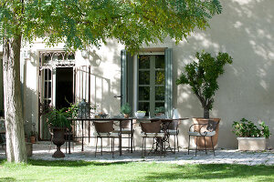 Bildno.: 11061541<br/><b>Feature: 11061397 - New Aristocracy</b><br/>Elegantly furnished home in downtown G&#233;n&#233;rac<br />living4media / Madamour, Christophe
