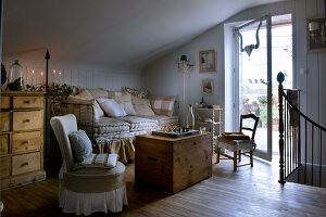 Bildno.: 11062013<br/><b>Feature: 11061984 - A Passion for Patina</b><br/>Charming home decorated in &#39;shabby-chic&#39; in the Loire<br />living4media / Madamour, Christophe