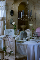 Bildno.: 11062073<br/><b>Feature: 11061984 - A Passion for Patina</b><br/>Charming home decorated in &#39;shabby-chic&#39; in the Loire<br />living4media / Madamour, Christophe
