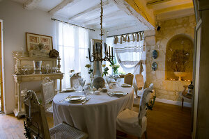 Bildno.: 11062089<br/><b>Feature: 11061984 - A Passion for Patina</b><br/>Charming home decorated in &#39;shabby-chic&#39; in the Loire<br />living4media / Madamour, Christophe