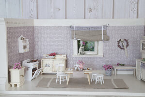 Bildno.: 11090075<br/><b>Feature: 11090073 - It's a Doll's World</b><br/>Teatime in Stepahnie Rathjens' dollhouse<br />living4media / Bannick, Sonja