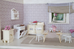Bildno.: 11090077<br/><b>Feature: 11090073 - It's a Doll's World</b><br/>Teatime in Stepahnie Rathjens' dollhouse<br />living4media / Bannick, Sonja