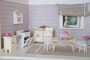 Bildno.: 11090077<br/><b>Feature: 11090073 - It's a Doll's World</b><br/>Teatime in Stepahnie Rathjens' dollhouse<br />living4media / Bannick, Sonja