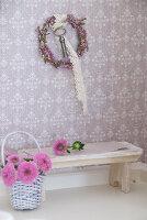 Bildno.: 11090087<br/><b>Feature: 11090073 - It's a Doll's World</b><br/>Teatime in Stepahnie Rathjens' dollhouse<br />living4media / Bannick, Sonja