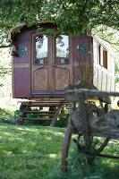 Bildnr.: 11092441<br/><b>Feature: 11092426 - Zuhause im Zirkus</b><br/>Zirkuswagen f&#252;r Liebhaber in Beaujolais<br />living4media / D&#252;pper, Christoph