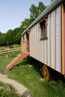 Bildnr.: 11092443<br/><b>Feature: 11092426 - Zuhause im Zirkus</b><br/>Zirkuswagen f&#252;r Liebhaber in Beaujolais<br />living4media / D&#252;pper, Christoph