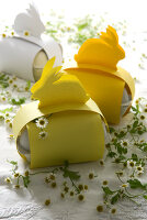 Bildno.: 11104455<br/><b>Feature: 11104439 - Yellow is Easter</b><br/>Sunny decorations and golden bunnies<br />living4media / Manduzio, Matteo