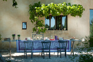 Bildno.: 11136457<br/><b>Feature: 11136451 - Bastide La Garance</b><br/>B &amp; B in beautiful Provence<br />living4media / Madamour, Christophe