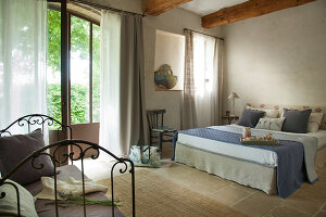 Bildno.: 11136589<br/><b>Feature: 11136451 - Bastide La Garance</b><br/>B &amp; B in beautiful Provence<br />living4media / Madamour, Christophe