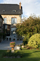 Bildno.: 11136667<br/><b>Feature: 11136666 - Champagne for Breakfast</b><br/>A decorator's home in the Marne region of Champagne<br />living4media / Madamour, Christophe