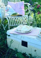 Bildno.: 11146861<br/><b>Feature: 11146859 - Romantic Picnic</b><br/>Enjoy summer with a picnic in the park<br />living4media / Bauer, Christine