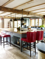 Bildno.: 11147369<br/><b>Feature: 11147357 - Link to the Past</b><br/>Refurbishing a 15th century farm house in Kent<br />living4media / Smith, Rachael