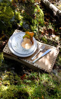 Bildno.: 11155655<br/><b>Feature: 11155636 - Forest Fun</b><br/>Roughing it in the autumn forest in Norway<br />living4media / Annette &amp; Christian
