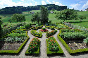 Bildno.: 11156051<br/><b>Feature: 11156046 - A Vision of Versailles</b><br/>French-style garden in Emmental, Switzerland<br />living4media / Hug, Karl-Heinz