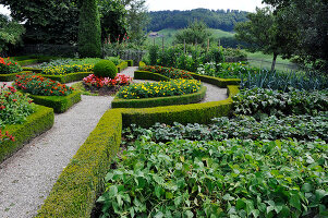 Bildno.: 11156067<br/><b>Feature: 11156046 - A Vision of Versailles</b><br/>French-style garden in Emmental, Switzerland<br />living4media / Hug, Karl-Heinz