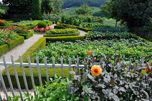 Bildno.: 11156069<br/><b>Feature: 11156046 - A Vision of Versailles</b><br/>French-style garden in Emmental, Switzerland<br />living4media / Hug, Karl-Heinz