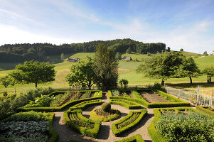Bildno.: 11156105<br/><b>Feature: 11156046 - A Vision of Versailles</b><br/>French-style garden in Emmental, Switzerland<br />living4media / Hug, Karl-Heinz