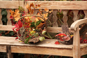 Bildno.: 11188285<br/><b>Feature: 11188280 - Autumn Magic</b><br/>The garden yields colourful leaves, nuts and fruit to decorate your home<br />living4media / Raider, Peter