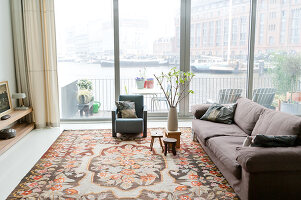 Bildno.: 11197157<br/><b>Feature: 11197151 - Amsterdam and Beyond</b><br/>Amsterdam apartment furnished with design classics and contemporary pieces<br />living4media / de Leeuw, Anna