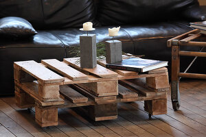 Bildno.: 11204847<br/><b>Feature: 11204844 - Trash to Treasure</b><br/>How to transform transport pallets into furniture<br />living4media / Raider, Peter