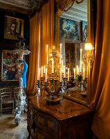 Bildno.: 11213067<br/><b>Feature: 11213061 - Staged for Living</b><br/>Stage designer&#39;s Baroque apartment in Vienna<br />living4media / von Oswald, Yvonne