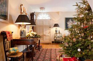 Bildnr.: 11216231<br/><b>Feature: 11216227 - Wo Weihnachten wohnt</b><br/>Klassisch dekoriertes Landhaus in Nottinghamshire, England<br />living4media / von Einsiedel, Andreas