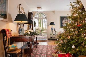 Bildnr.: 11216233<br/><b>Feature: 11216227 - Wo Weihnachten wohnt</b><br/>Klassisch dekoriertes Landhaus in Nottinghamshire, England<br />living4media / von Einsiedel, Andreas