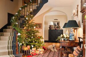 Bildnr.: 11216235<br/><b>Feature: 11216227 - Wo Weihnachten wohnt</b><br/>Klassisch dekoriertes Landhaus in Nottinghamshire, England<br />living4media / von Einsiedel, Andreas