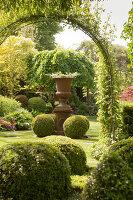 Bildno.: 11223665<br/><b>Feature: 11223659 - Green and Grand</b><br/>Romantic garden in Limburg, Belgium<br />living4media / Pietrek, Sibylle