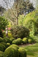 Bildno.: 11223671<br/><b>Feature: 11223659 - Green and Grand</b><br/>Romantic garden in Limburg, Belgium<br />living4media / Pietrek, Sibylle