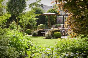 Bildno.: 11223681<br/><b>Feature: 11223659 - Green and Grand</b><br/>Romantic garden in Limburg, Belgium<br />living4media / Pietrek, Sibylle