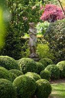 Bildno.: 11223687<br/><b>Feature: 11223659 - Green and Grand</b><br/>Romantic garden in Limburg, Belgium<br />living4media / Pietrek, Sibylle